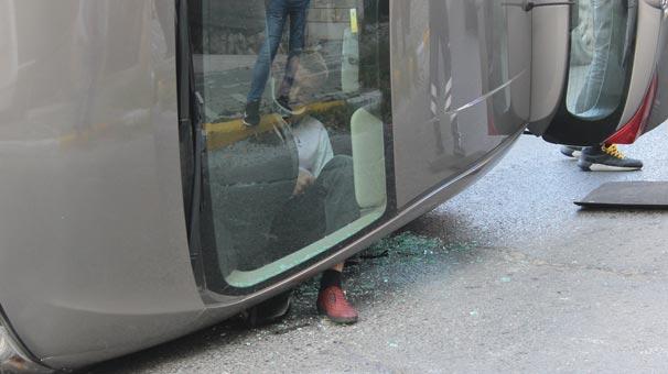 Takla atan arabada sıkıştı! Ayağı ise dışarıda…